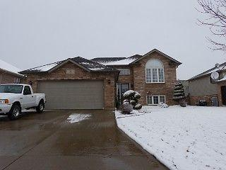 BEAUTIFUL 1350 SQ FT MAIN FLOOR RAISED RANCH $279.000
